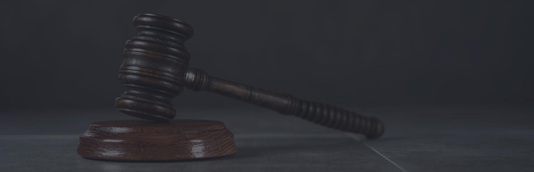 L'ancien entraîneur de balle molle féminine accusé de crime sexuel doit attendre la décision du juge